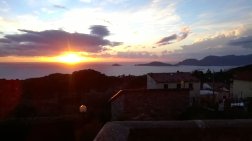 Beautiful House sea view - Montemarcello - Huis