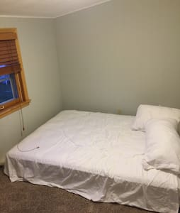 Private room in house near airport - Minneapolis