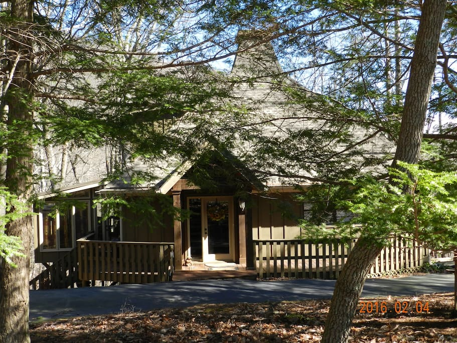 Mountain craftsman cabin getaway cabins for rent in for Big canoe lodge
