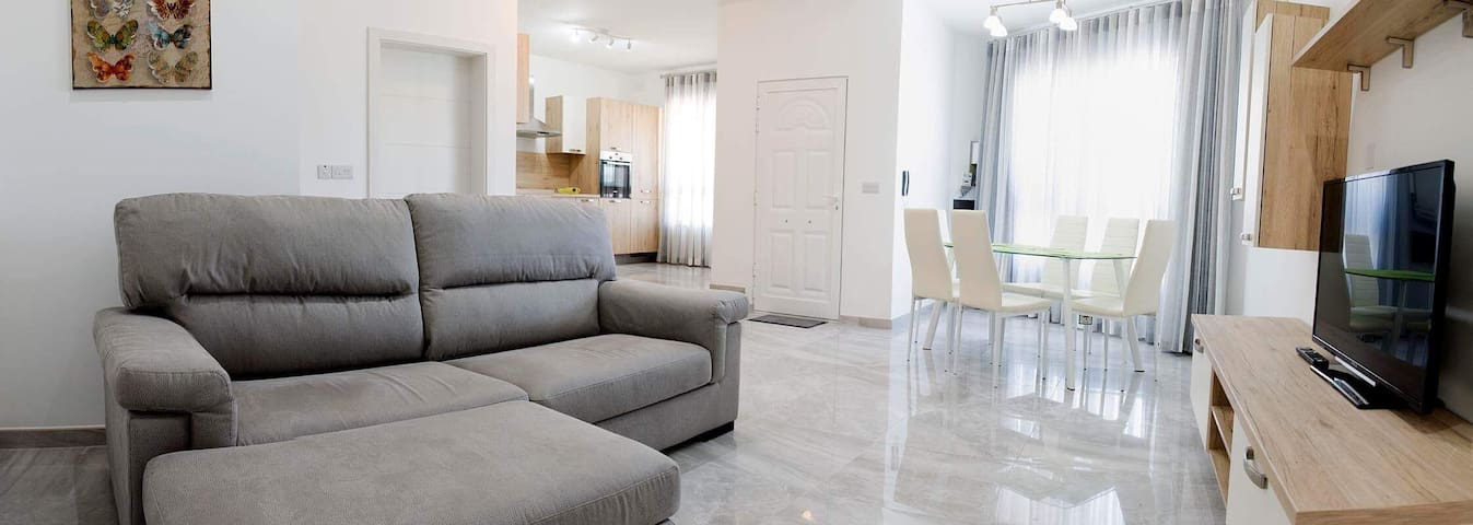 Ground Floor, spacious apartment with views - Mgarr - Apartment