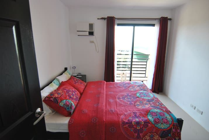 2 Bedrooms, Fast Wifi, pool, gym & kitchen