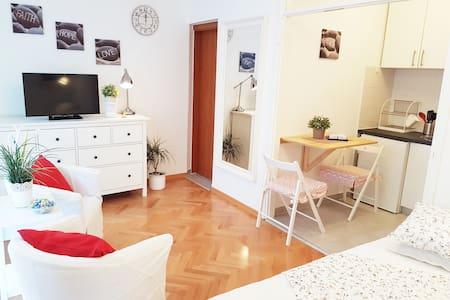 New studio apt in the city centar with a balcony - Split
