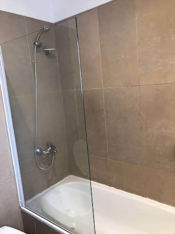 Bañera con mampara