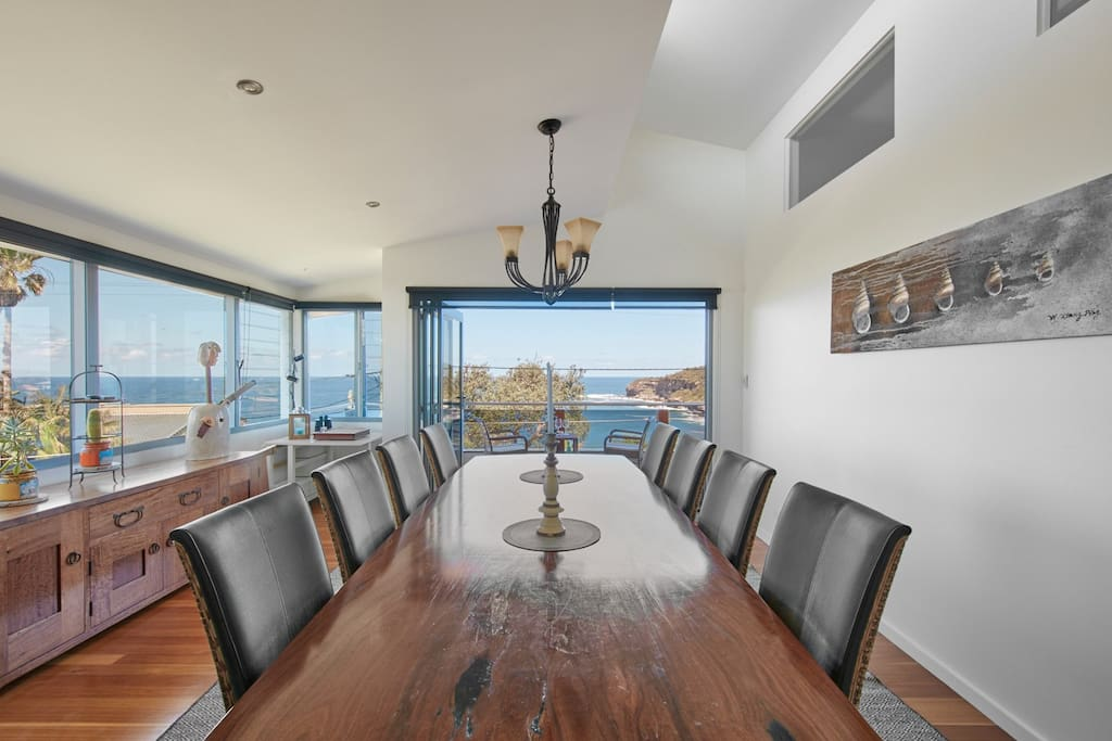 DiningRoom overlooking the 2 beaches Mona and Warriewood
