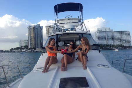 AMAZING Sunsets in confortable boat - Miami Beach