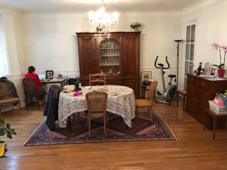 salle a manger (dining room)