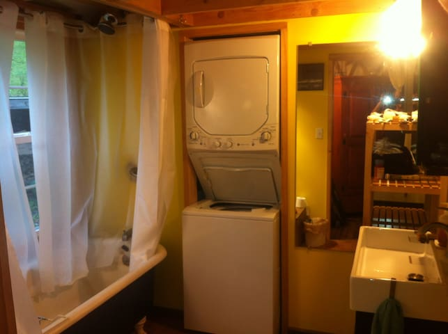 Large bathroom with Washer/Dryer