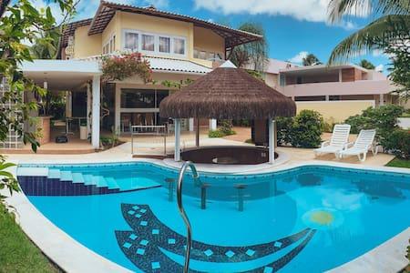 Casa com piscina no Cond. Arquipélago do Sol