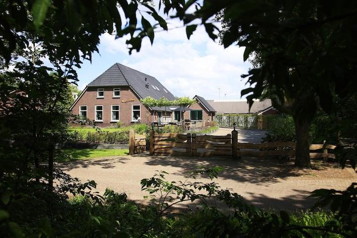 Bella casa vacanze con piscina a Heino