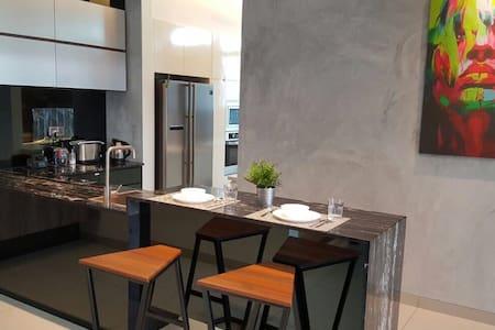A+J Luxury homestay/ Hilltop - スレンバン - 一軒家