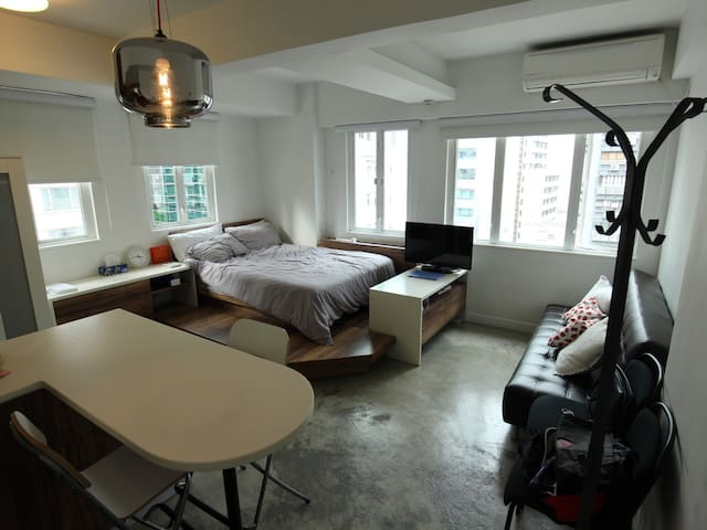NEW COZY Modern Studio Flat in Central Heart of HK