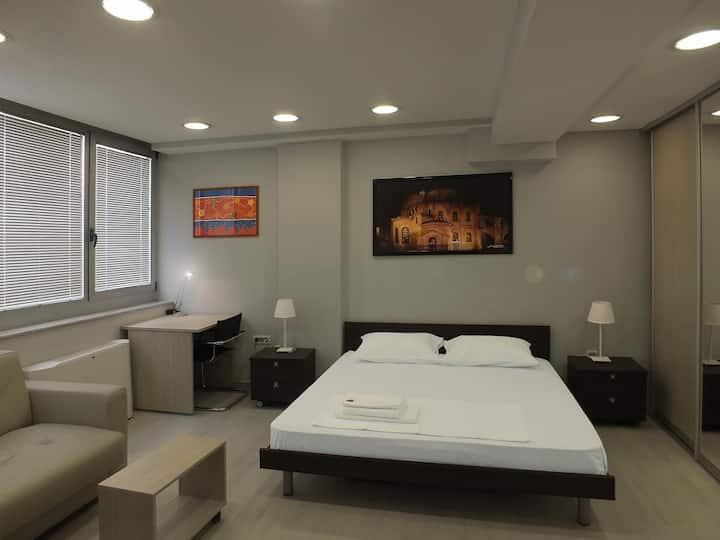 7 HILLS suite room