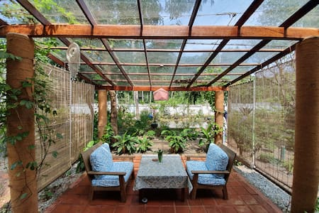 "Charming home-stay with private patio - ""Amrith"""