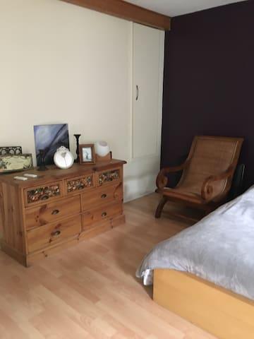 Belle chambre 30m2, très propre avec calme assuré