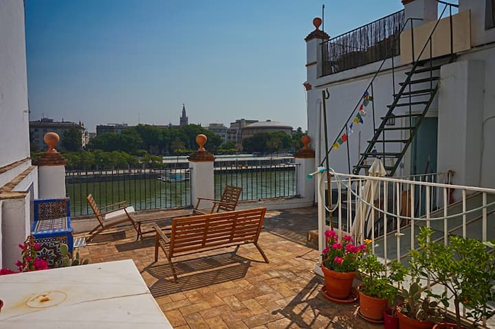 A rooftop above Guadalquivir river.Triana, Centro.