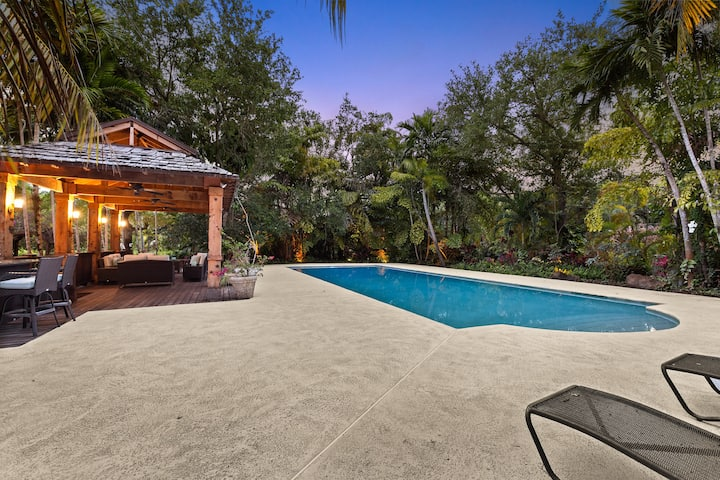 Cottage-Private Gated Estate w/heated Pool Near UM