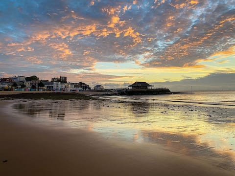 BROADSTAIRS VIKING BAY HOLIDAY COTTAGE SLEEPS 10