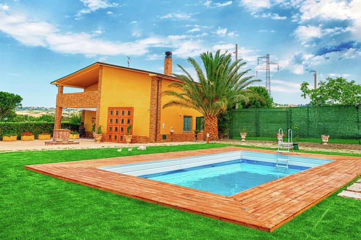 Moderne Villa mit eigenem Pool in Petacciato, Italien