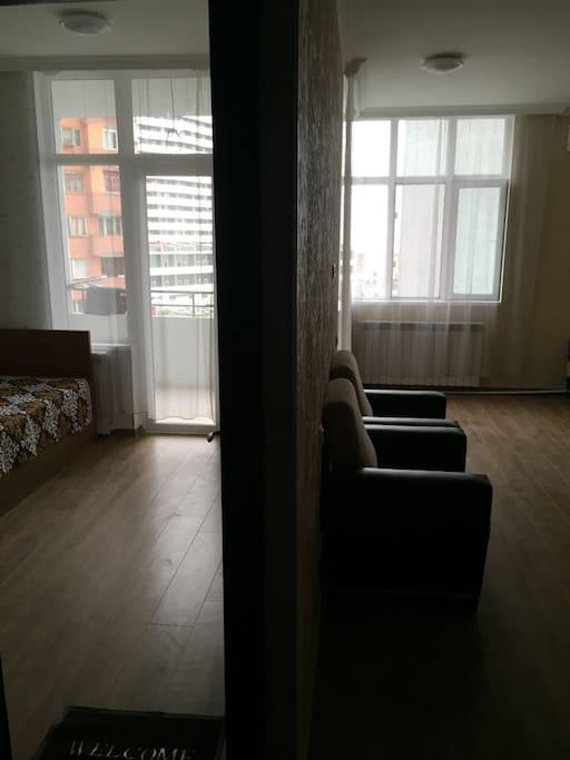 Вид с коридора на две комнаты