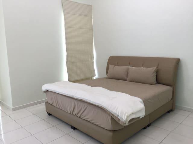 Semi-D homestay at Villa Mutiara - Simpang Ampat - Σπίτι