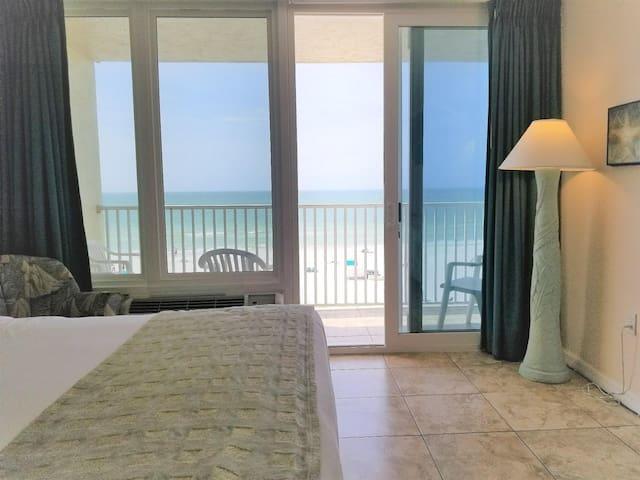 Corner Unit! Oceanfront Studio ~Amazing View ~ Book Your Summer Vacation Now!