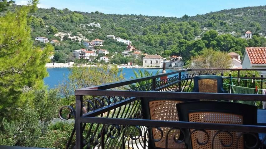 Idyllic island getaway- Olive apartment - Drvenik Veli - Apartment
