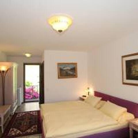 Camera doppia con giardino privato
