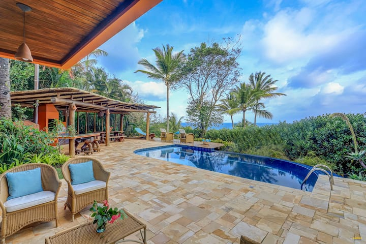 Linda casa com piscina e acesso a pé para Prainha