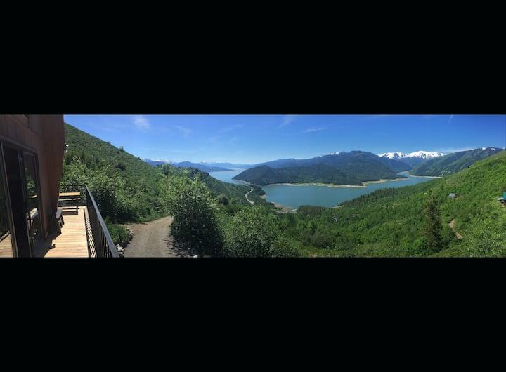 Unbelievably Scenic Mountainside Cabin.