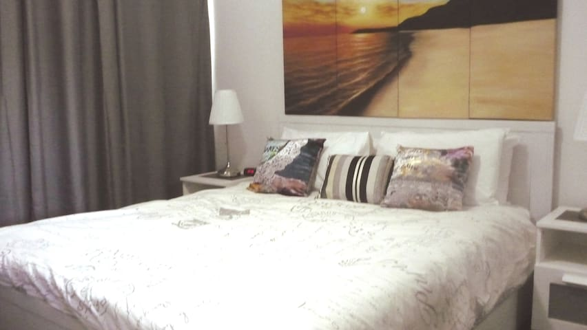 Modern Private Queen BR w/AC*Wi-Fi  & Free Parking