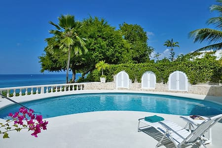 A well appointed beachfront four bedroom villa - The Garden - Villa