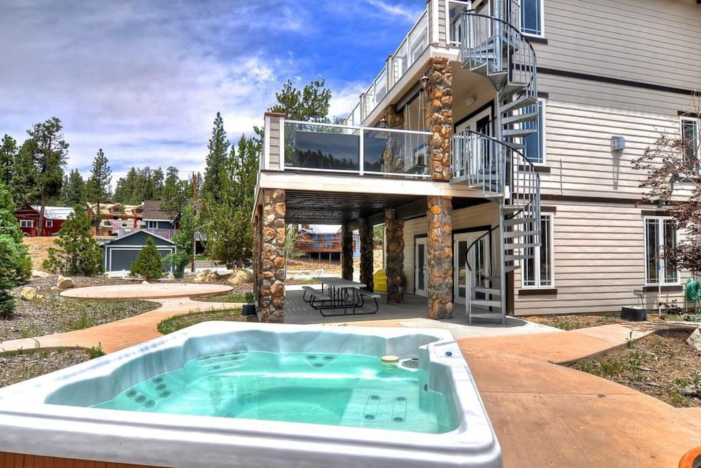 House#1 - Hot Tube and Spiral Stairs to Decks