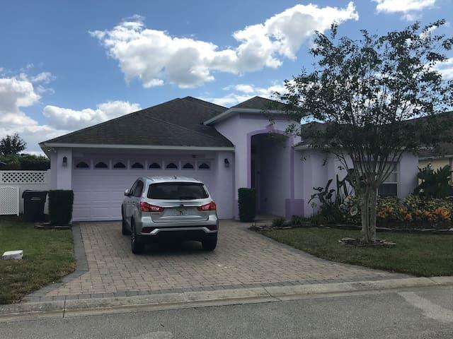 Stylish family villa in Davenport