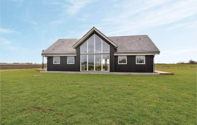 Holiday cottage with 5 bedrooms on 217m² in Otterup