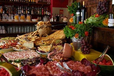 Villa aperitivo - ボローニャ