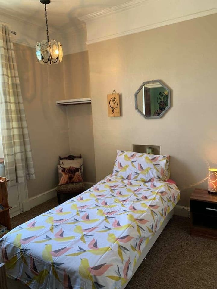 'Thistle Room' Single Self Catering Room