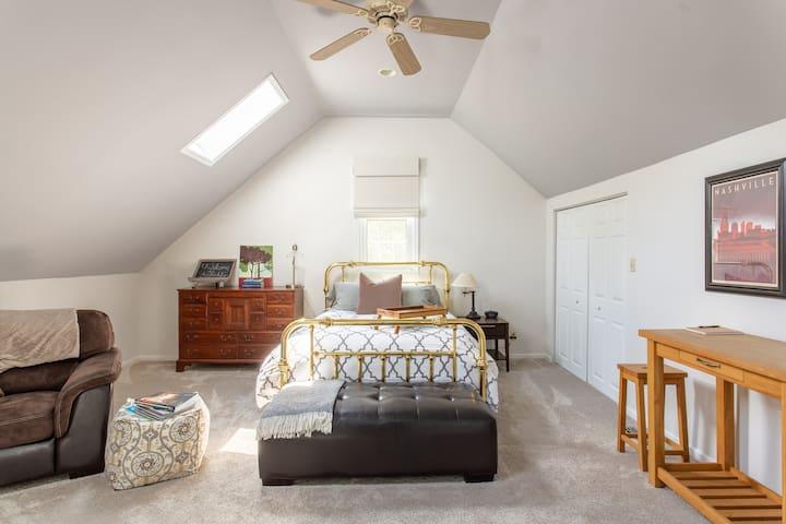 Private studio apartment in historic Franklin, TN