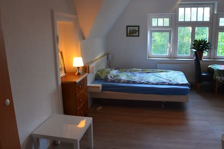 Apartment close to Leipzig Messe . King Size Bed