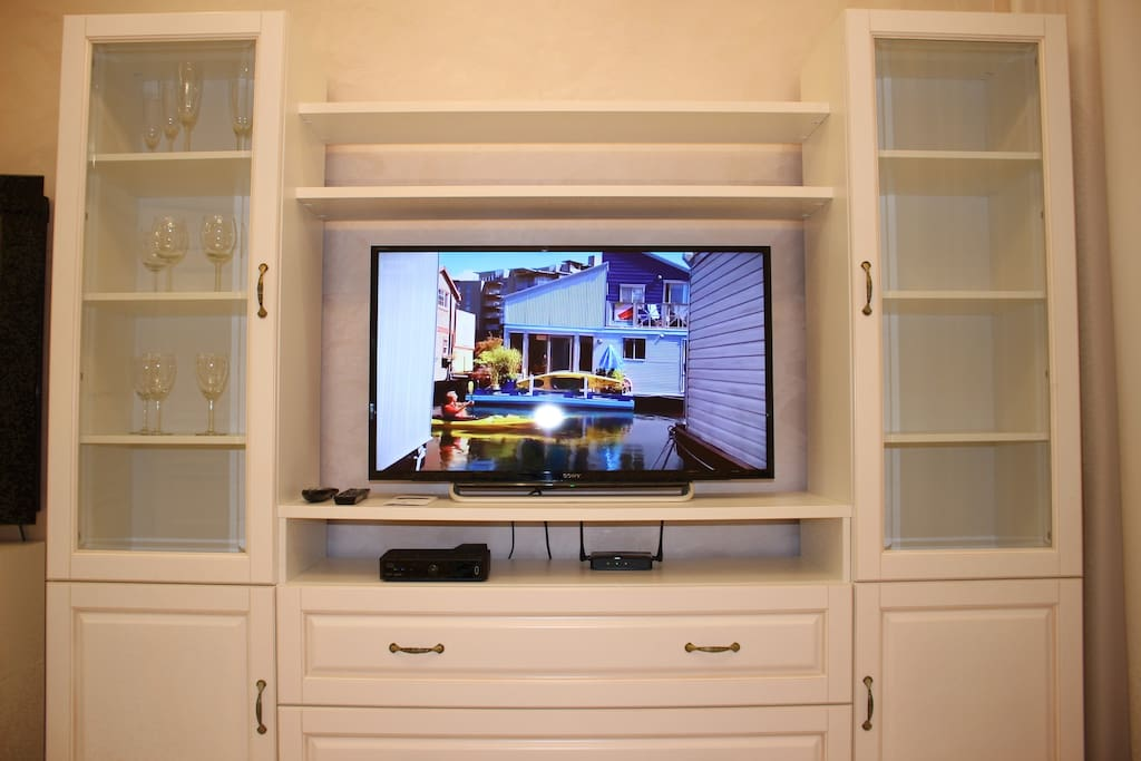 Living room, flat screen TV with cable television