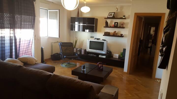 Habitación para 2 -Piso de lujo a 20mins de Madrid