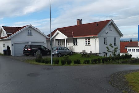 Separate floor with private bathroom - Vestby