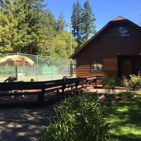 Redwood Tennis/Pickleball/River Retreat