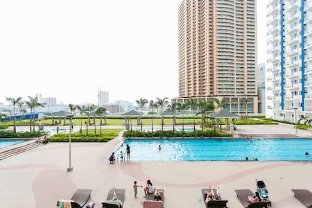 Your Best 1BR CityCenter Staycation - แมนดาลูยอง
