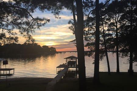 Cozy Cedar Creek Lake House - Eustace