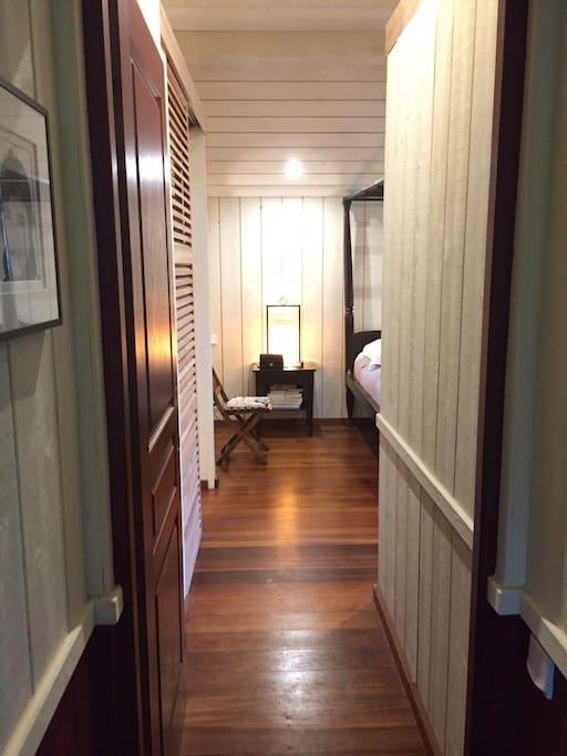 Couloir menant à la chambre