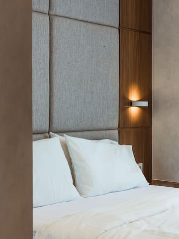 BEDROOM 2 - QUEEN SIZE BED 160X200CM