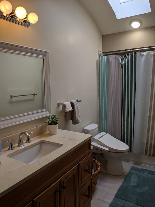semi-private bathroom (only to share when there are other guests)