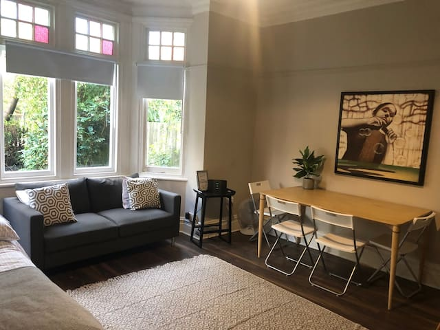 Flat for 6 in North London 5 mins from underground