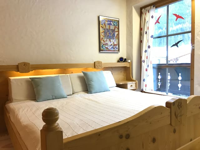 Double room close to ski bus stop