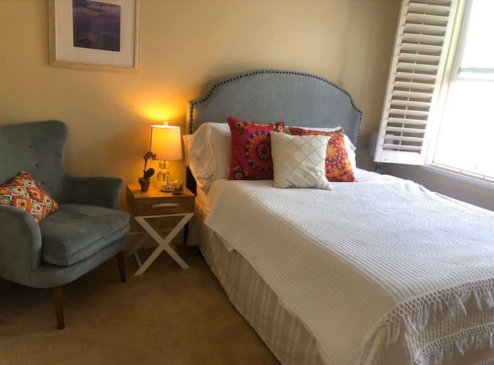Very cozy room in townhouse. Aliso Viejo